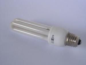 """Keďže vďaka EÚ už nemôžeme používať staré dobré žiarovky, dávam sem aktuálny obrázok drahej a poruchovej """"úspornej"""" žiarivky"""
